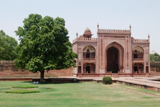 Lovers at the Baby Taj, Agra