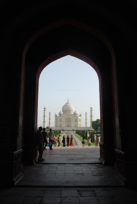 Approaching the mausoleum, Taj Mahal