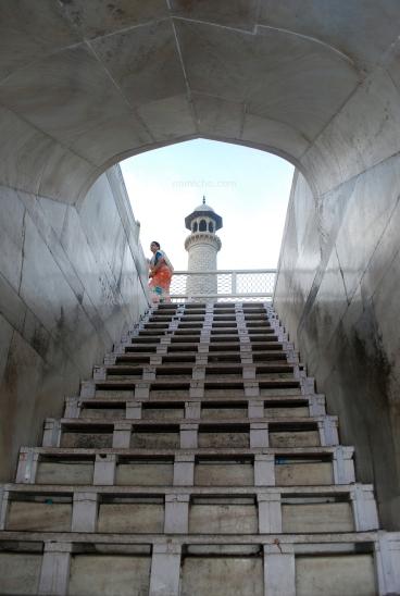 Staircase to the mausoleum, Taj Mahal