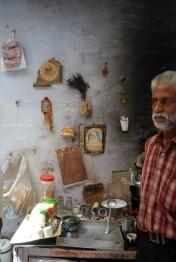 Chai man, Old Delhi