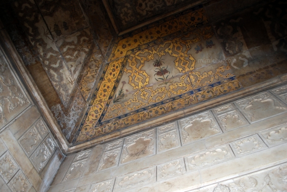 Remnants of gold and jewels in the Emperor's chamber, Agra Fort