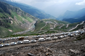 Himalayan Traffic - Rohtang Pass, Northern India